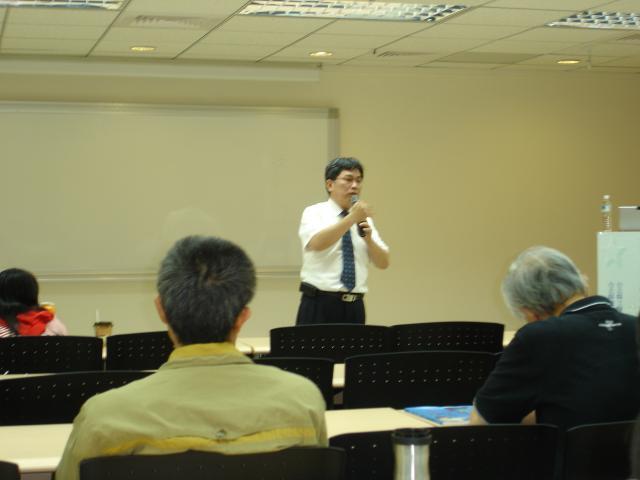 黃雋恩常務理事與會員們報告近公會各項業務的執行狀況