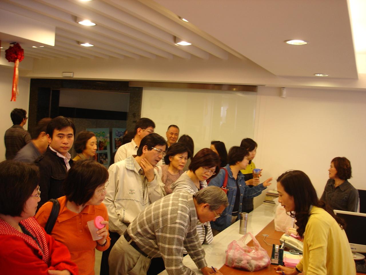 於領取餐點的過程中,會員也提出了於執業環境所遭遇的問題