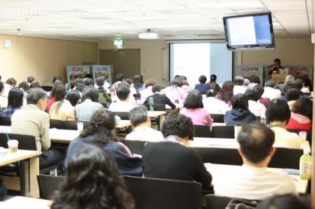 第三節上課時間由耕莘醫院游士儒藥師講解「止痛藥物引起肝毒性之案例討論」
