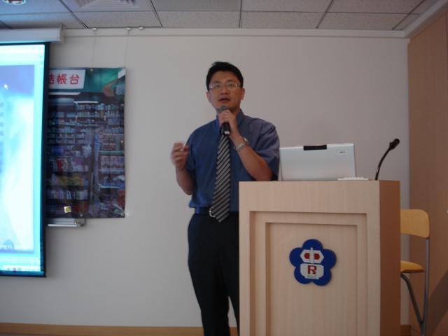 蔡宗廷醫師說明骨質疏鬆症形成原因及相關症狀