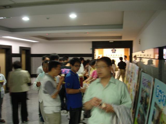 上午中場休息時間(10:10 - 10:30)學員們享用贊助廠商所提供的點心