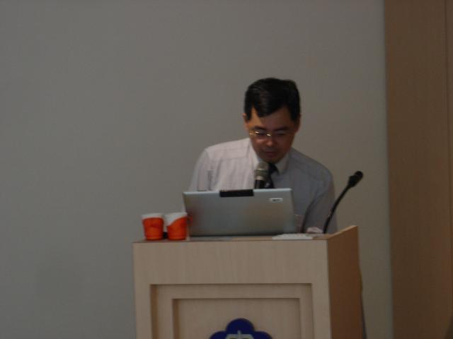 第三堂課由台北馬偕醫院呂宜興醫師演講「標靶藥物Cetuximab(Erbitux)在頭頸癌治療之角色」議題之課程