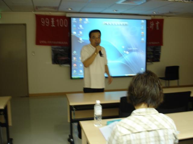 中華民國藥師公會全國聯合會連瑞猛理事長感謝藥師們撥冗參與本年度的『戒菸衛教師初階培訓課程』