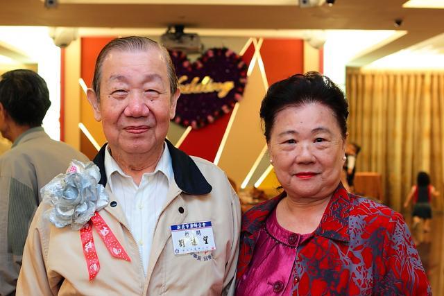 劉遠望顧問賢伉儷受邀出席本次100年度重陽敬老聯誼餐會