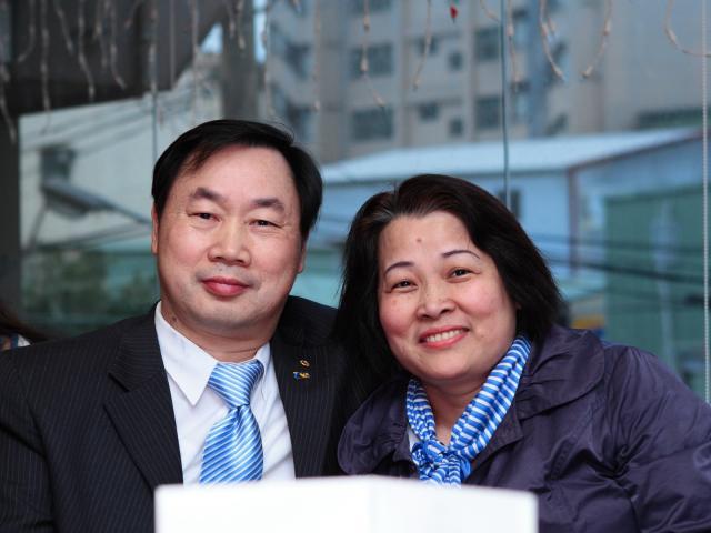 朱金玉常務理事與夫人江惠美女士合照留念