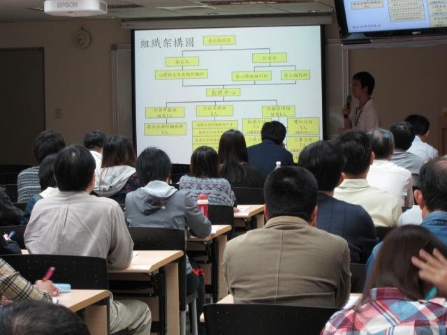 第一節課由新北市長期照顧管理中心照顧管理陳俊凱督導進行演講,演講主題「長期照顧服務」