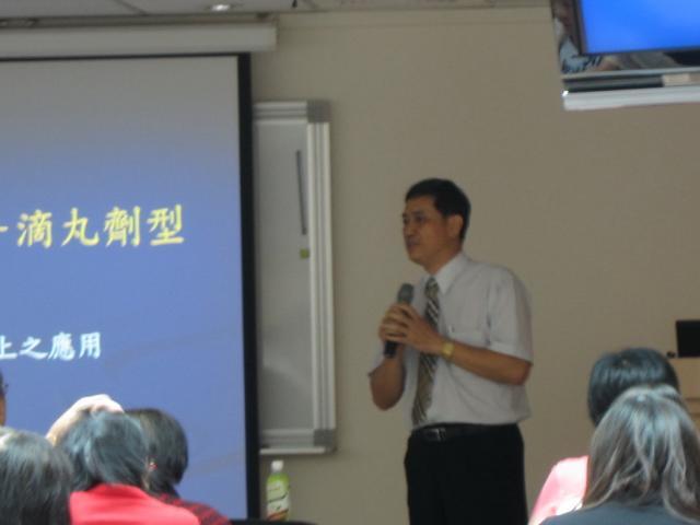 第三堂課本會邀請強而壯有限公司劉啟森總經理進行演講,演講主題為「中藥製劑的大革命 - 滴丸劑型」