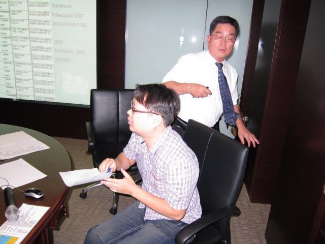 陳藥局 - 載育鑫藥師進行報告,與學員們分享長期模式計畫執行心得