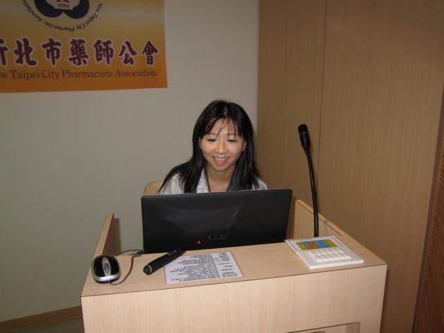 林容瑩藥師於每個月月例會整理每位藥師們所提出來的問題,並於FACEBOOK召集高診次藥師們進行討論