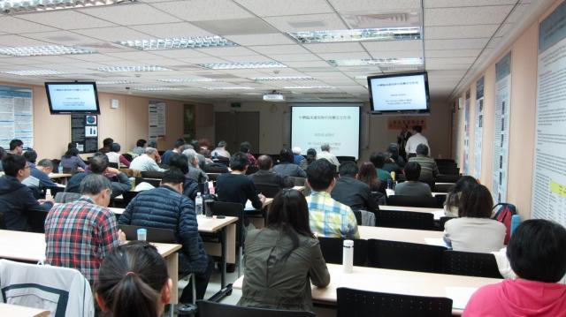 本日第一節課邀請到長庚醫院中醫部楊賢鴻主任進行演講,演講的主題為「如何正視臨床上之中西藥交互作用」