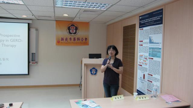 第四節課邀請到行政院衛生署台北醫院藥劑部廖玲梅藥師進行演講,演講的主題為「GERD藥物治療現況與研究趨勢」
