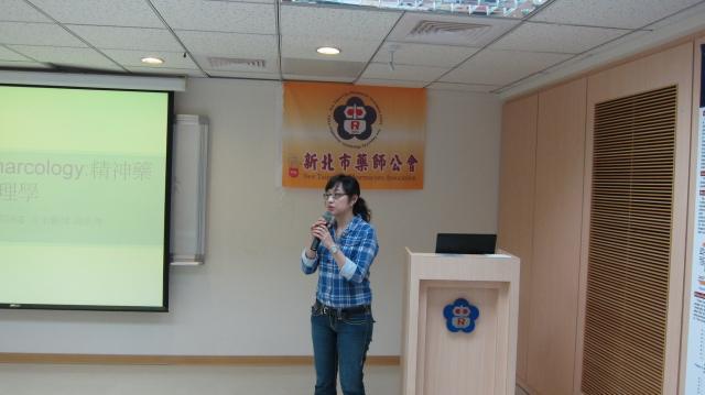 第二節課邀請台北榮民總醫院兒童青少年精神科主治醫師黃凱琳醫師進行演講,主題為「常見身心疾病及臨床藥物使用」