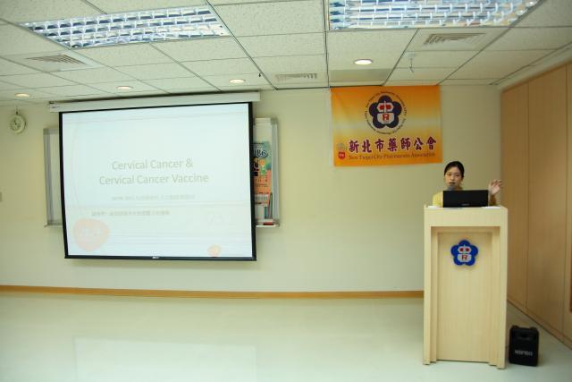 第二節課邀請馬偕紀念醫院婦產部劉蕙瑄主治醫師進行演講,演講的主題為「人類乳突病毒對人類的影響」