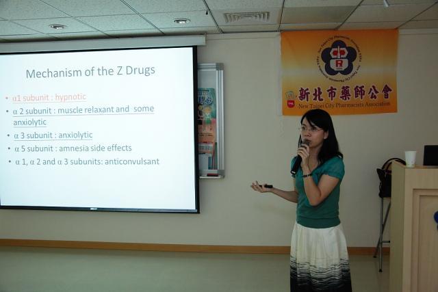 本次教育訓練課程邀請到亞東紀念醫院精神科江惠綾醫師進行演講,演講的主題為「如何協助安眠藥成癮者」
