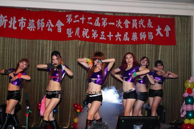 表演節目:無線電視台辣妹舞蹈團(玉美大藥局 江惠美提供)