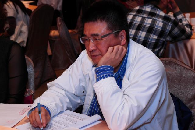 會議中審查通過本會101年1、2月入、退會會員資料(圖為林哲政理事)