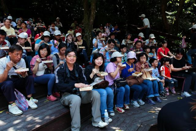 當日新北市政府於表演看台安排一系列具有文化特色的表演供旅客們觀賞