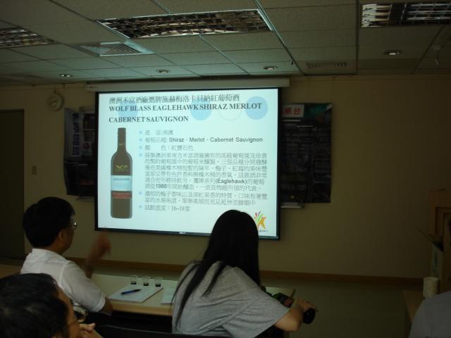 透過投影片的資料整理後,學員們清楚的瞭解各種紅酒的名稱及特性