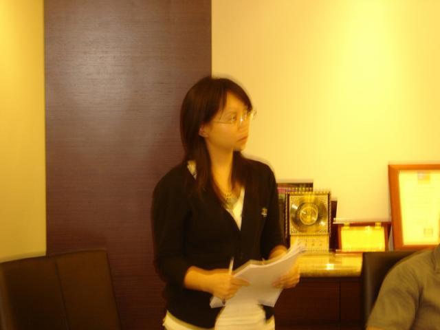 張淑惠藥師於本次座談會中上台進行居家個案報告