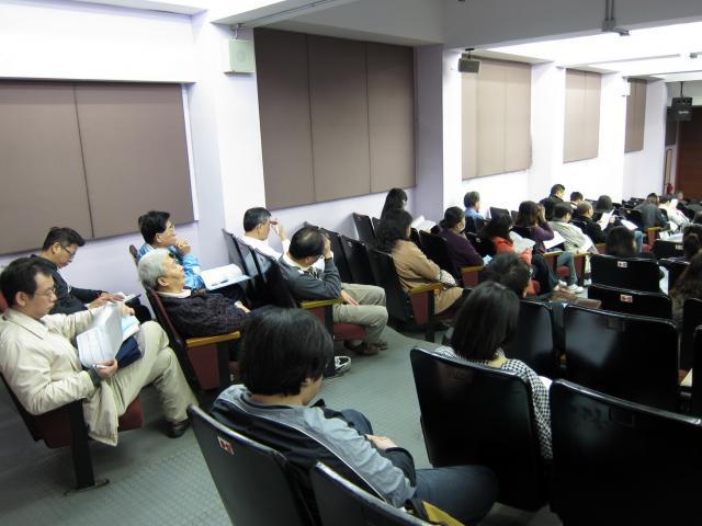 亞東技術學院 - 元智大樓1樓視廳教室提供了良好的投影設備及座位供學員們修習學分課程