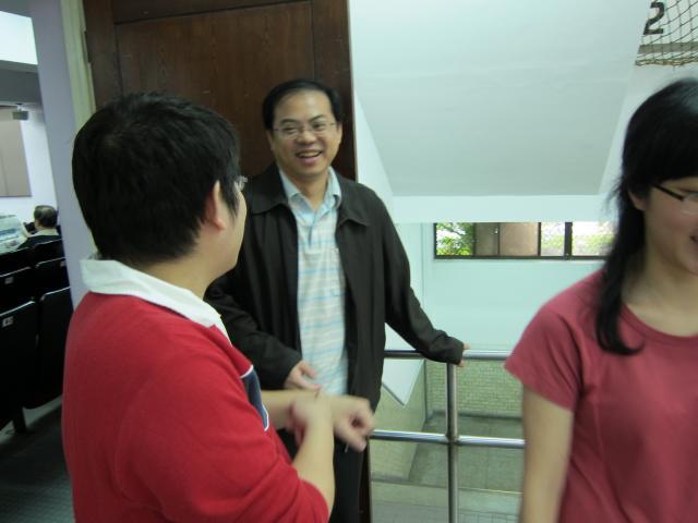 本日課程的第四位講師為亞東紀念醫院藥劑部江宏彬總藥師,江藥師演講的主題為「藥物品質與庫存管理」