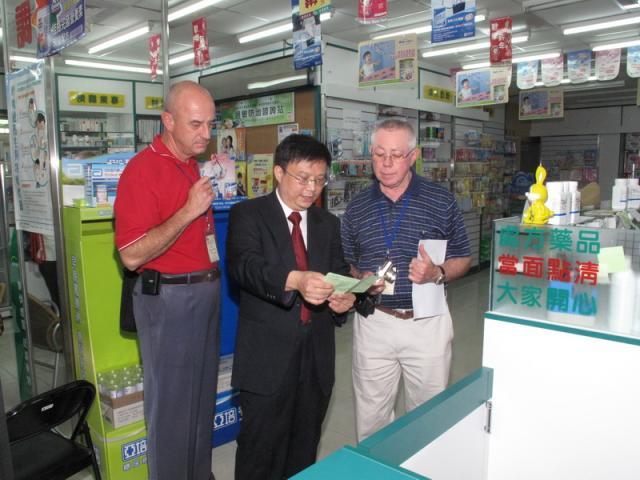 2009_0922國外專家演講者參訪社區藥局(知達藥局)_009